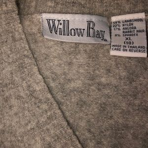 Willow Bay Tops - V-neck sweater